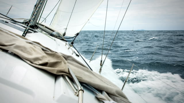 hd: sailing in the wind with sailboat - segling bildbanksvideor och videomaterial från bakom kulisserna