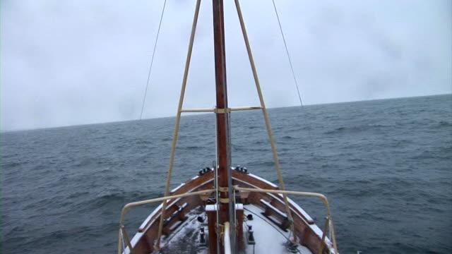 vídeos y material grabado en eventos de stock de time-lapse hd: navegación a vela - toma mediana