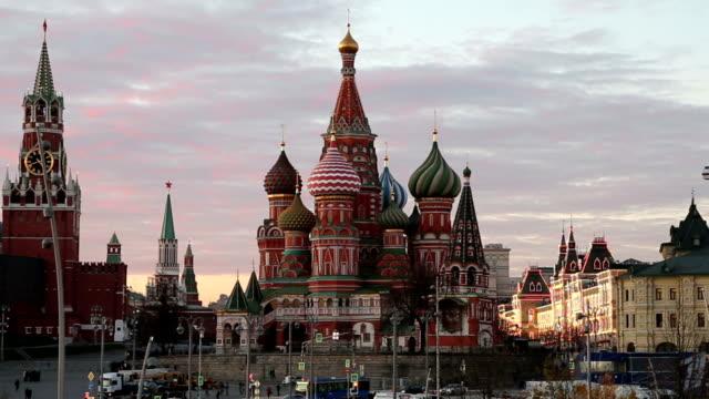 saint basil cathedral (tempel av basilika den välsignade), röda torget, moskva, ryssland - kreml bildbanksvideor och videomaterial från bakom kulisserna