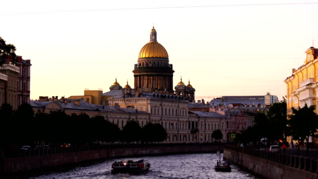 saint isaac cathedral across moyka river in st. petersburg, russia - san pietroburgo russia video stock e b–roll