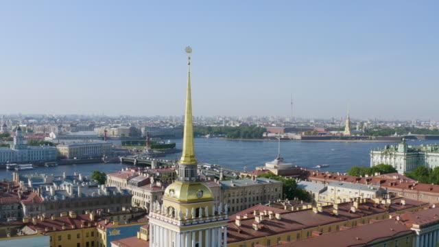 saint petersburg admiralty building on neva river aerial view - san pietroburgo russia video stock e b–roll