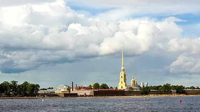 san pietroburgo, la fortezza dei santi pietro e paolo - san pietroburgo russia video stock e b–roll