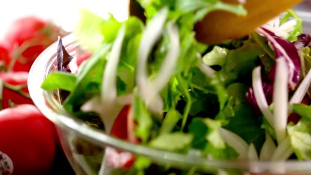 - salat - vegetarisches gericht stock-videos und b-roll-filmmaterial