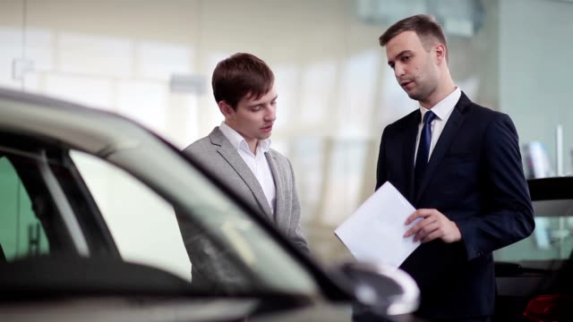 Salesman explains the customer car specifications video