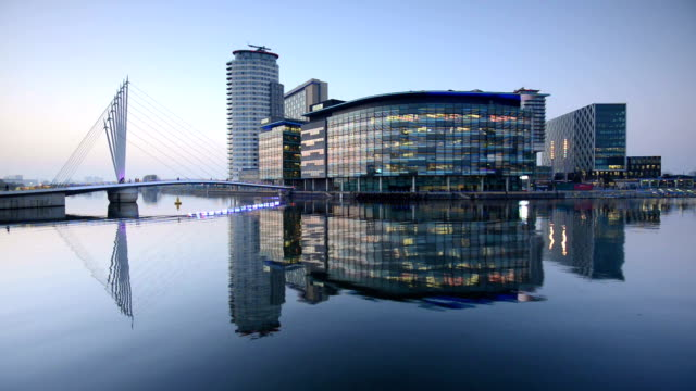 manchester salford quays - manchester inghilterra video stock e b–roll