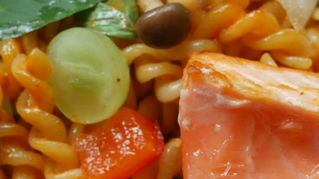 lax och pasta - tallrik uppätet bildbanksvideor och videomaterial från bakom kulisserna
