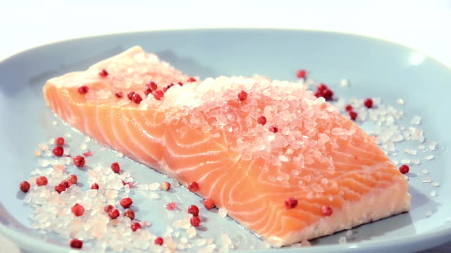 Salmon fillet with himalayan salt and pepper video