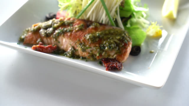Salmon steak – Video