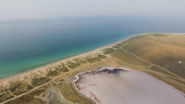 vidéos et rushes de antenne: terre salée entre la mer et les lacs salés - lac salé
