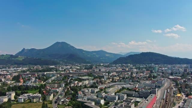 salzburger luftaufnahme der berge - salzburg stock-videos und b-roll-filmmaterial