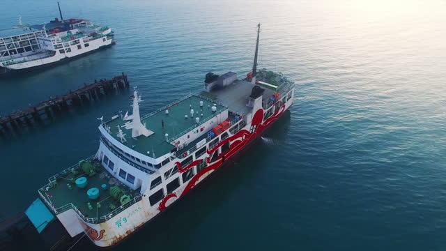 タイの島の夕日にサムイフェリーボート - サムイ島点の映像素材/bロール