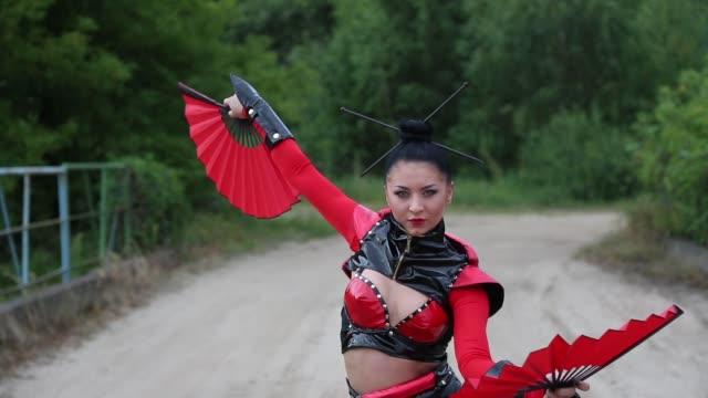 samurai mädchen tanzen - weißrussland stock-videos und b-roll-filmmaterial