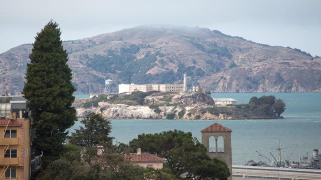 san francisco - alcatraz - turistbåt bildbanksvideor och videomaterial från bakom kulisserna