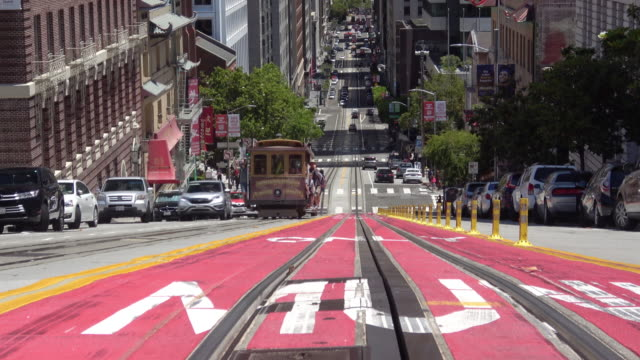 san francisco california street and downtown - tranvia video stock e b–roll