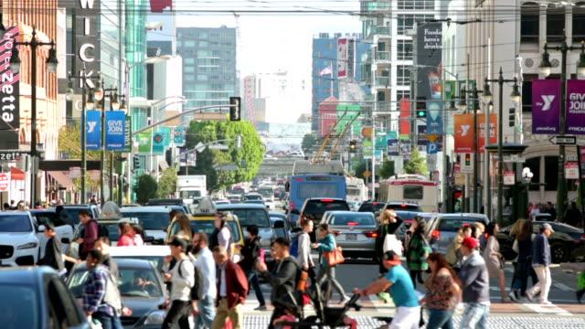 san francisco crowds - пешеход стоковые видео и кадры b-roll