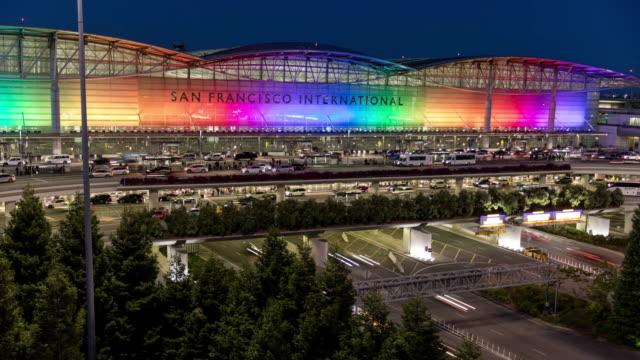 vídeos y material grabado en eventos de stock de aeropuerto internacional de san francisco-sfo rainbow pride - san francisco