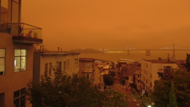 샌프란시스코 오렌지 스카이 캘리포니아 산불 중 - 주황색 스톡 비디오 및 b-롤 화면