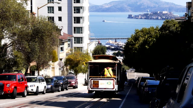stockvideo's en b-roll-footage met san francisco trolley auto - baai