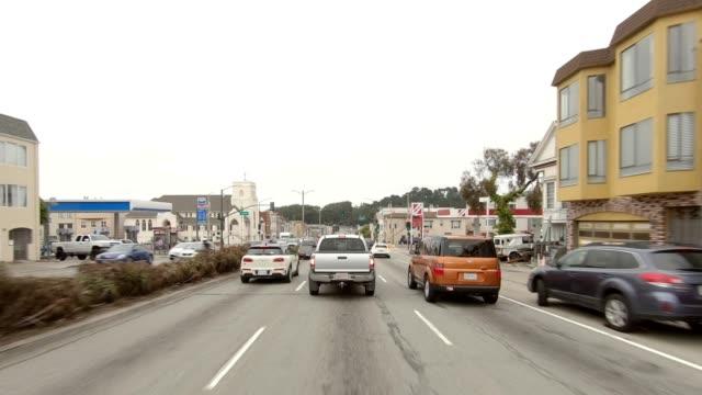 san francisco v synkroniserade serie främre visa körning process skylt - bilperspektiv bildbanksvideor och videomaterial från bakom kulisserna