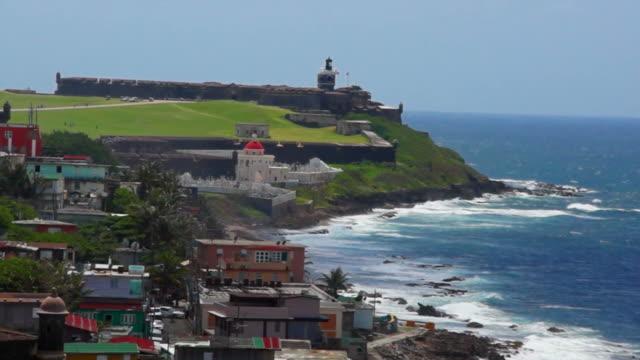 san juan, puerto rico: la città e al forte di san felipe - portorico video stock e b–roll