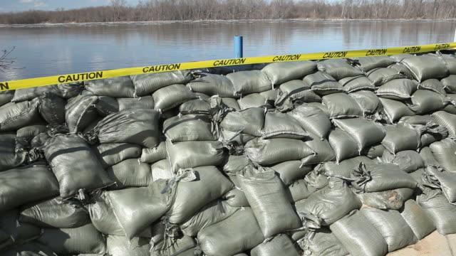 Sandsack Wand Holding Back den Mississippi River – Video