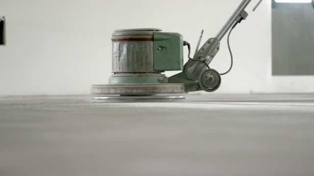 levigare il pavimento in cemento - calcestruzzo video stock e b–roll
