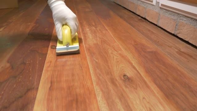 sanding wood flooring. - lucidare video stock e b–roll