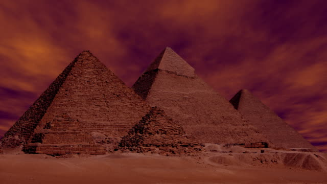 sandstorm i himlen över pyramiderna i giza egypten - pyramidform bildbanksvideor och videomaterial från bakom kulisserna