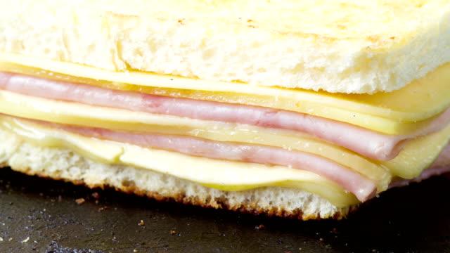 サンドイッチ溶融時間の経過 - チーズ 溶ける点の映像素材/bロール