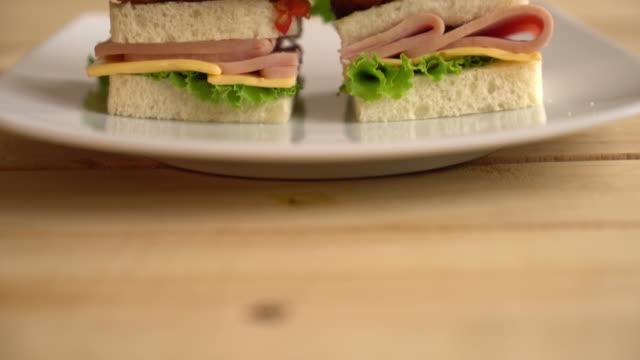 vídeos y material grabado en eventos de stock de sándwich - pepino