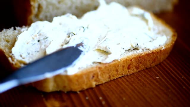 sándwich con queso de puré y verduras - vídeo