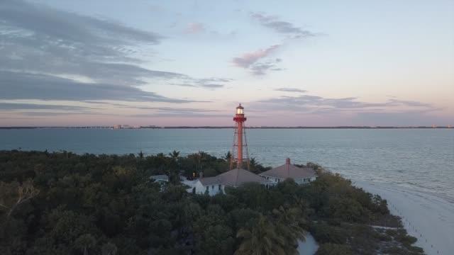 sanibel island lighthouse vid solnedgången - massachusetts bildbanksvideor och videomaterial från bakom kulisserna
