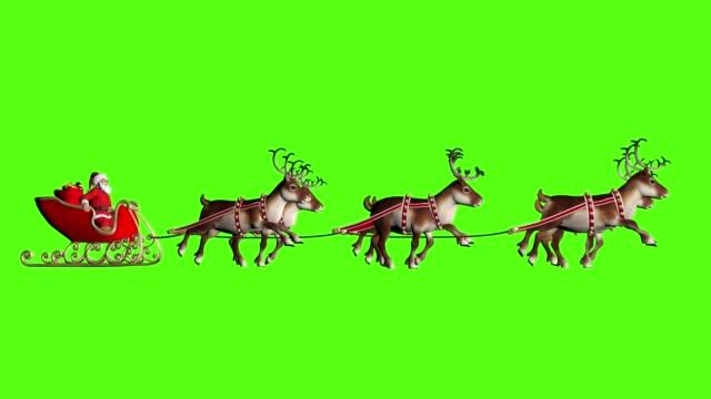 サンタクロースは鹿に引っ張られたそりに贈り物を運びます。緑色の背景でビデオをループする - あごヒゲ点の映像素材/bロール