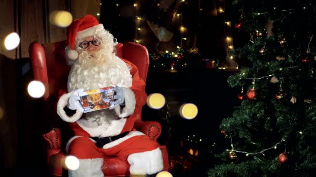 Santa claus cheerfully invites, waving hands, greeting. video
