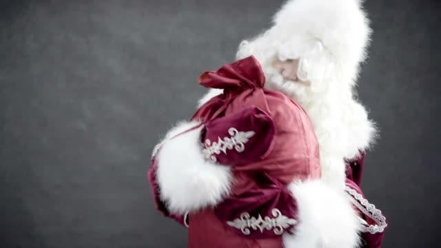 Santa Claus did not want to give a bag with gifts video