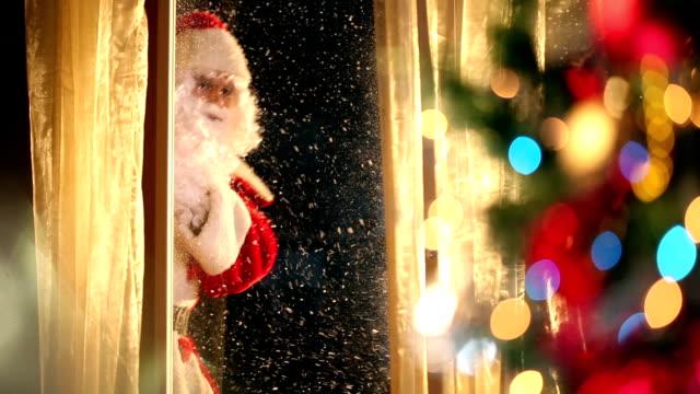 stockvideo's en b-roll-footage met santa claus is coming! - raam bezoek