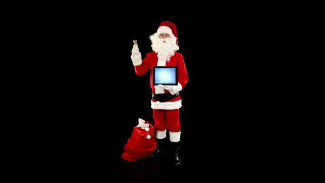 santa claus presenting blank таблетки против черный - new year стоковые видео и кадры b-roll