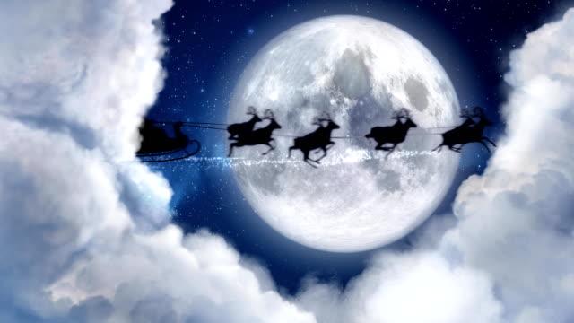 stockvideo's en b-roll-footage met santa claus rendieren sleight silhouet vliegen in het maanlicht, vrolijke kerstboodschap, tekst ruimte voor logo type of kopie. kerstavond maan nacht en wolken. animatie aanwezig wenskaart voor post 4k video - rendier