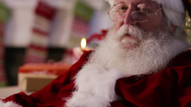 vídeos y material grabado en eventos de stock de santa claus dice shhh - dedo sobre labios