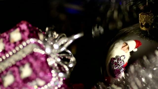 weihnachtsmann mit geschenken - nikolaus stiefel stock-videos und b-roll-filmmaterial