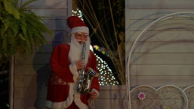 Santa clause doll play saxophone. video