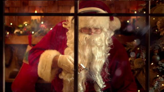 santa dancing slow motion - santa bildbanksvideor och videomaterial från bakom kulisserna