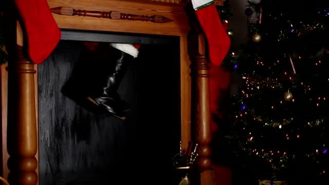 santa / father christmas stuck in the chimney - santa bildbanksvideor och videomaterial från bakom kulisserna