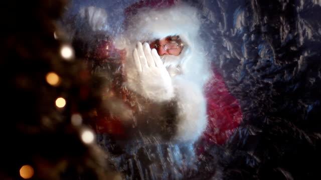 santa frost finestra - babbo natale video stock e b–roll
