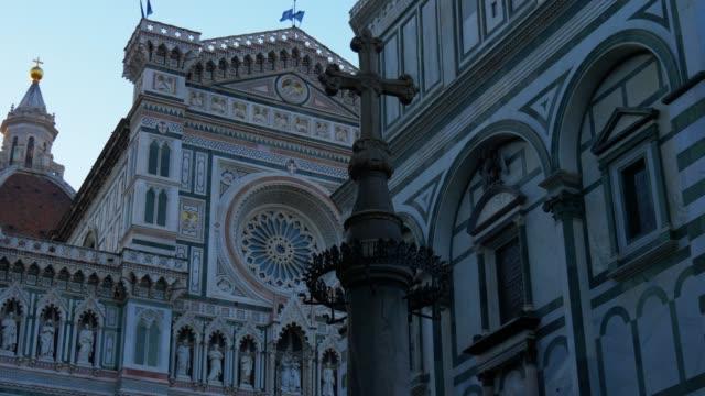 サンタ・マリア・デル・フィオーレ大聖堂のファサード, 朝の光で, フィレンツェ, イタリア - 記念建造物点の映像素材/bロール