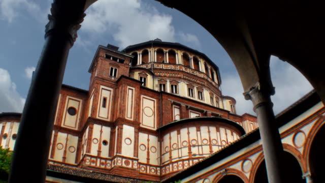 chiesa di santa maria delle grazie a milano, italia - milan video stock e b–roll