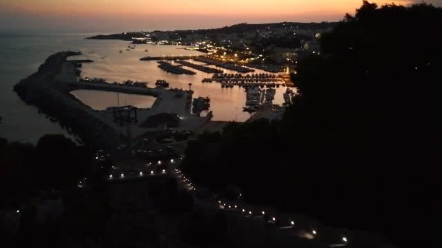 santa maria di leuca - panoramica al tramonto dalla scala monumentale - lecce video stock e b–roll