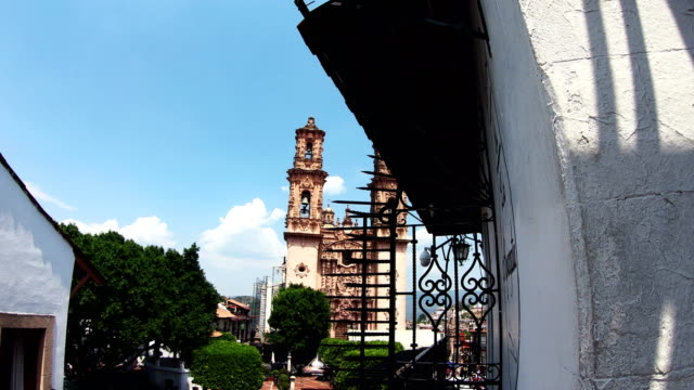 santa prisca church in taxco, guerrero, mexico - guerrero video stock e b–roll