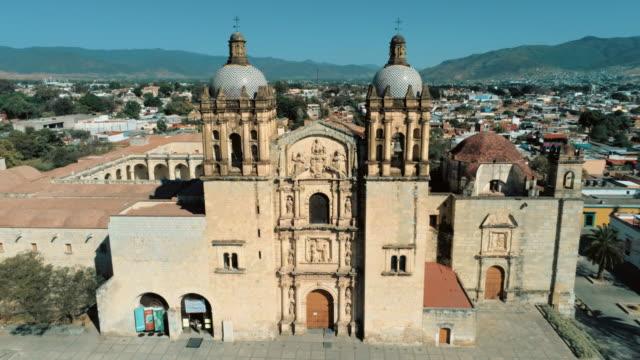 santo domingo de guzman in oaxaca mexiko - kloster stock-videos und b-roll-filmmaterial