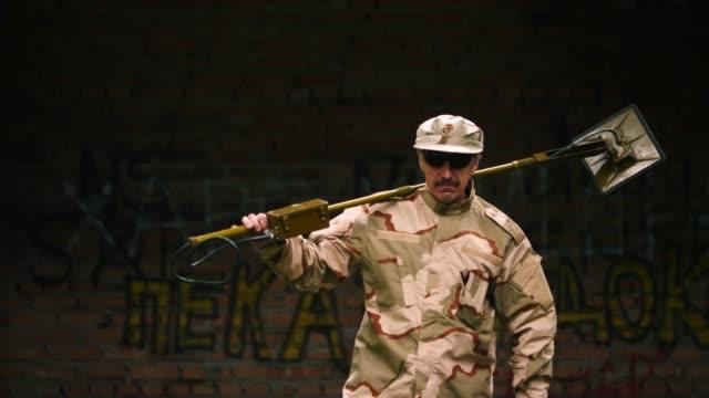 sapper with mine detector - libia video stock e b–roll